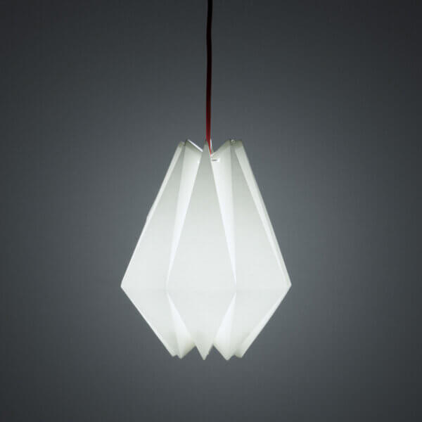 Tischleuchte / Haengeleuchte Diamant hängend beleuchtet