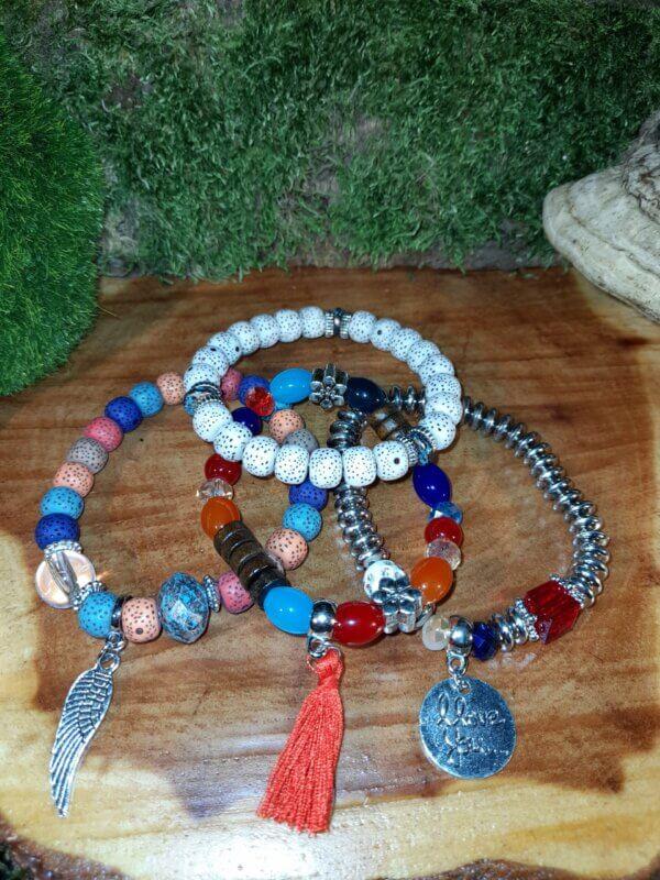 Armband Set vierteilig mit bunten Perlen und Anhänger Engelflügel I Love you und Quaste