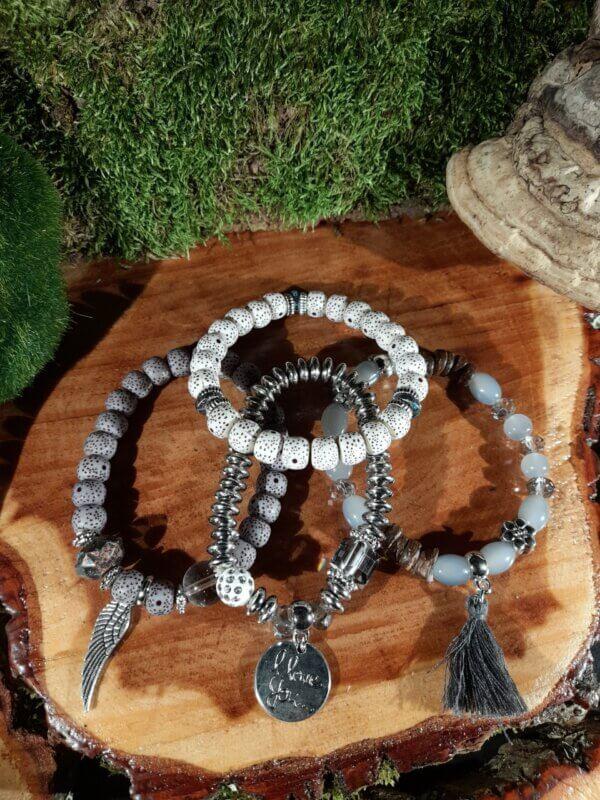 Armband vierteilig mit verschiedenen Perlen in Grau gehalten mit Anhänger Engel Flügel I Love you und Quaste