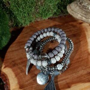 Armband vierteilig in Grau mit verschiedenen Perlen und Anhänger Engelflügel I Love you und Quaste