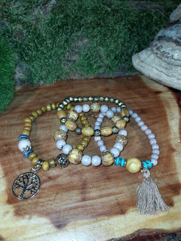 Perlenarmbandset mit vier Teilen in Holzoptik mit Anhänger Baum und Quaste
